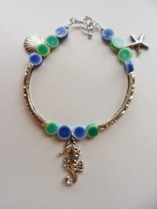 http://freespirithandmade.wordpress.com/2014/04/30/sea-charms-braceletanklet-tutorial/