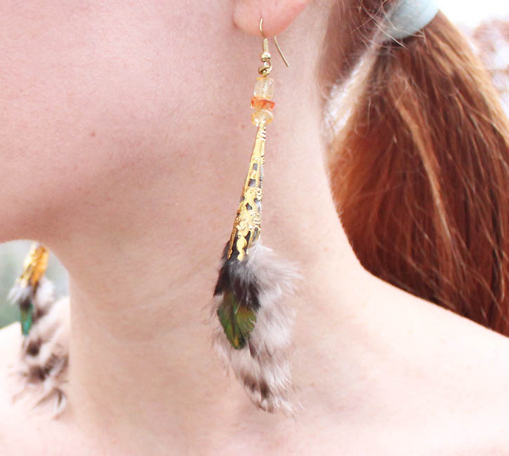 http://www.gina-michele.com/2013/12/diy-feather-earrings.html#more