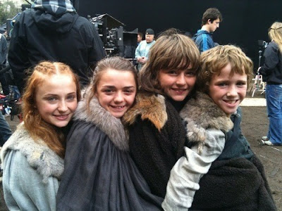 los niños Stark en una pausa del rodaje - Juego de Tronos en los siete reinos