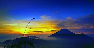 Menikmati Secangkir Kopi Dan Sunrise Gunung Sindoro