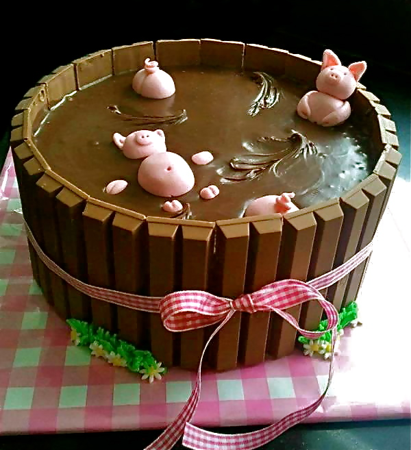 pig in mud, pigs, kit kat cake, dessert, chocolate, marzipan pink pigs ...
