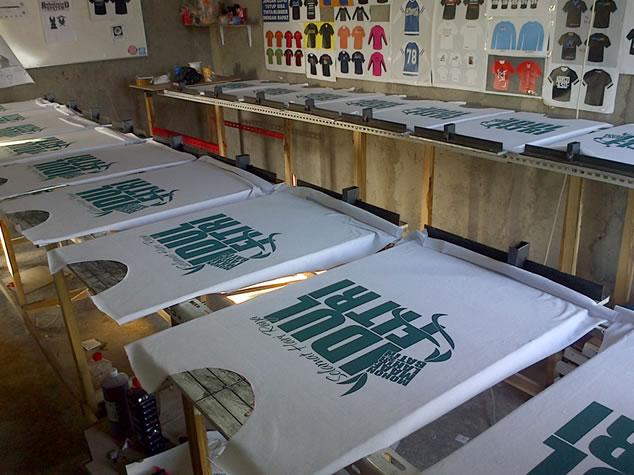 Hasil gambar untuk Jenis-jenis Meja yang Digunakan Untuk Mencetak Baju