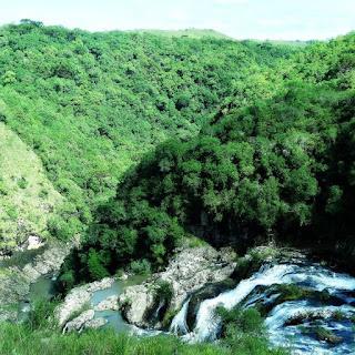 Trekking até a Cascata do Rio da Mulada, Criúva, Caxias do Sul. Foto da queda d´água.