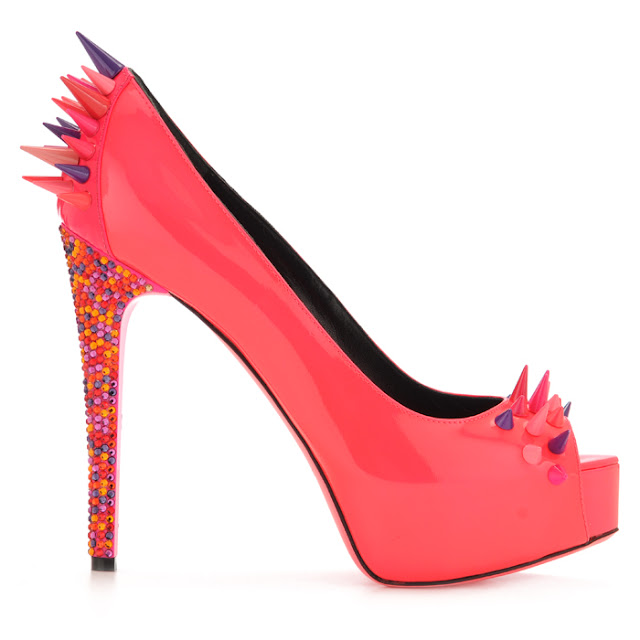 italian fashion bloggers, fluo accessories, fluo shoes, american designers, style blog, outfit blog, style and fashion mag, amanda marzolini, thefashionamy, ruthie davis, luisaviaroma, clolored accessories, fluo, lady gaga, beyonc, colored studds,