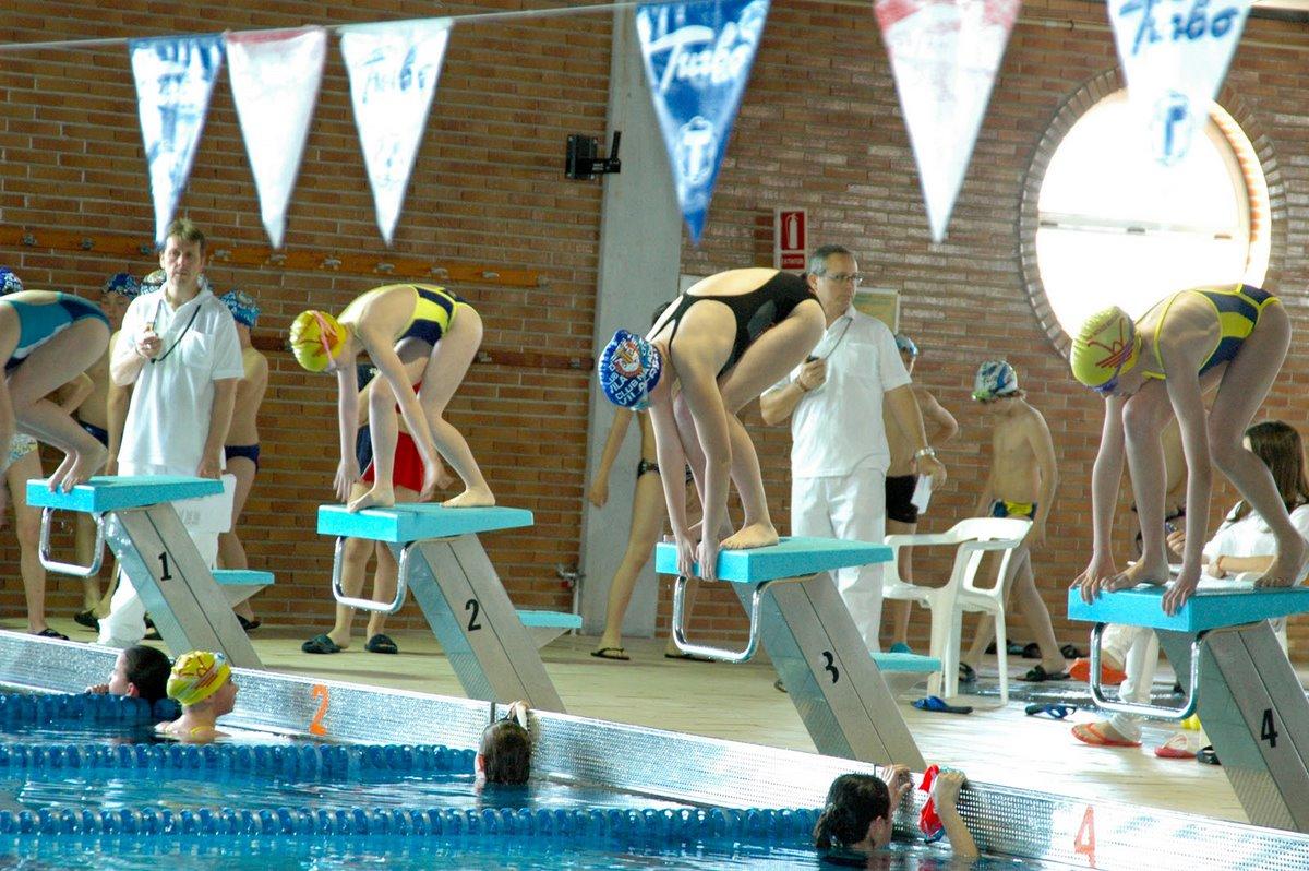 Club natacion benicarlo abril 2012 for Piscina olimpica castellon