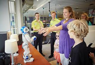 NAO robot voor het eerst te zien op Nederlandse winkelvloer