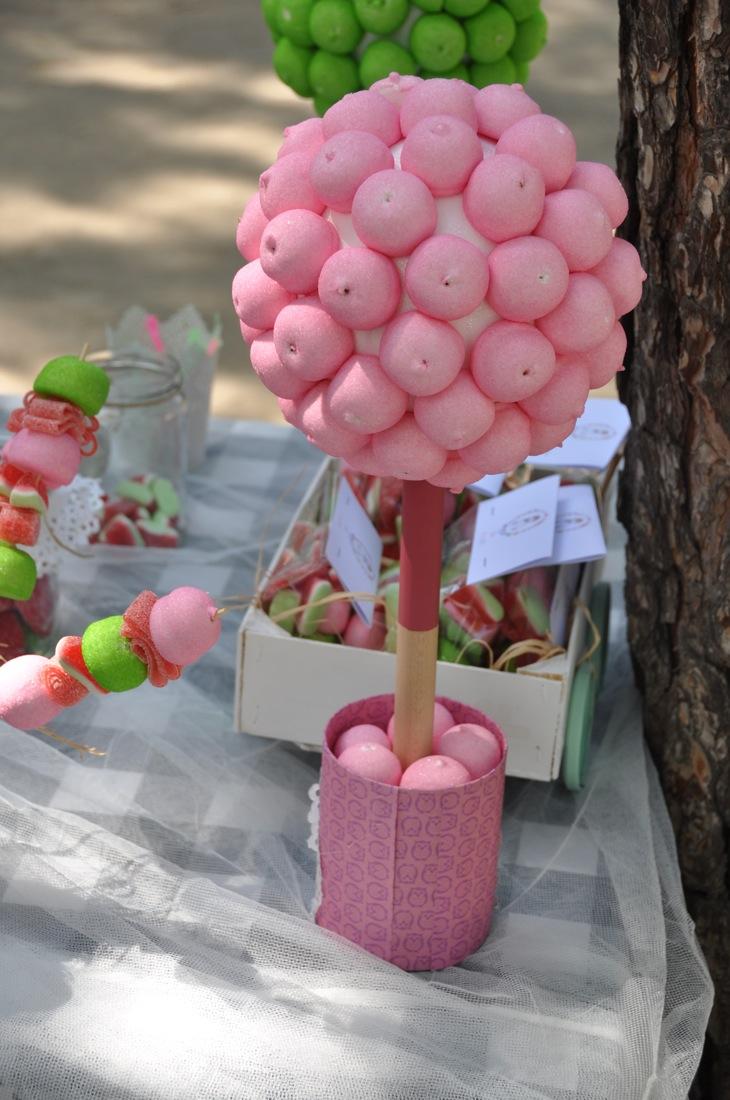 Oro y menta mesa dulce diy con materiales reciclados - Ideas para decorar mesas de chuches ...