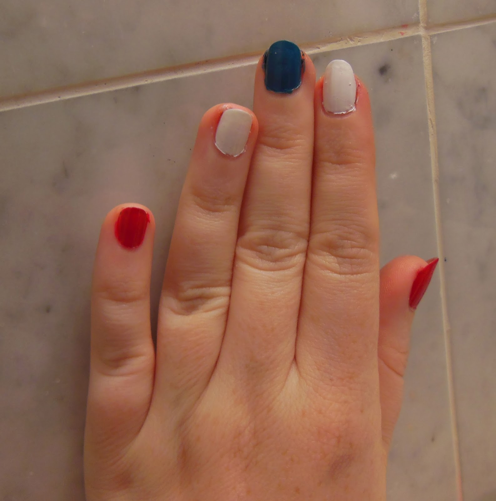 Petite in the City: New York Giants #Fanicure With COVERGIRL