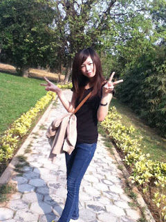 Lovely Lyna annoying facebook girl