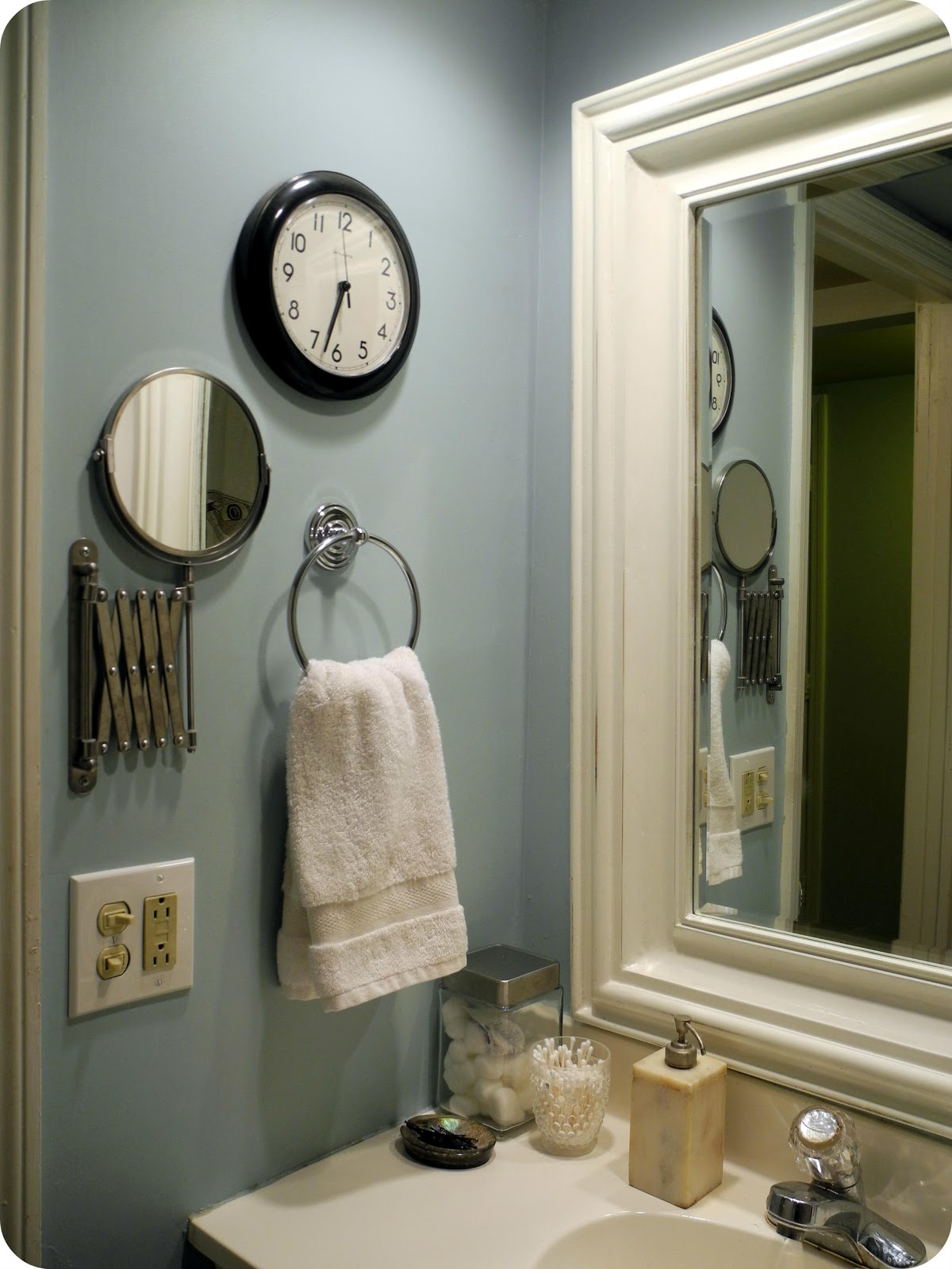 librarian tells all: i live here: black, white and blue bathroom