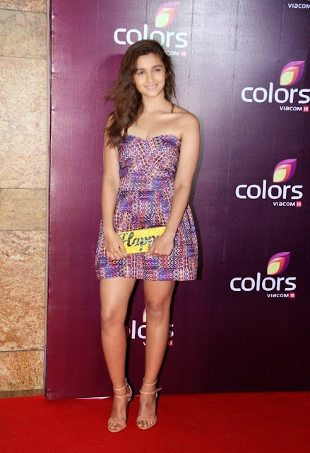 Alia Bhatt Super Sexy Legs and Cleavage Show At Colors Leadership Awards 2015 Red Carpet