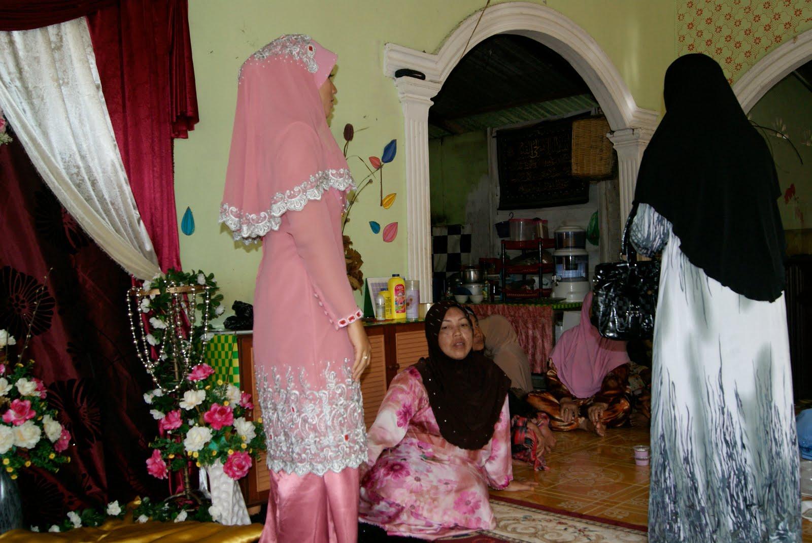 Biru Pink Baju Kurung Moden Lace Tampal