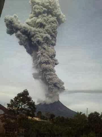 Foto : Letusan Gunung Sinabung Pagi Ini