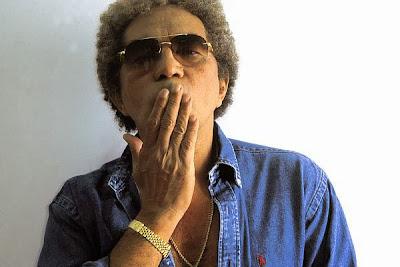 Morre aos 70 anos o cantor Reginaldo Rossi.