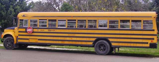 Autobús rumbo a la fiesta cubana