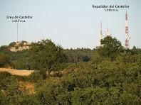 El Pla de Castellar amb la Creu de Castellar i les antenes dels repetidors