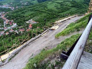 Zidurile fortificatiei pe latura sudica
