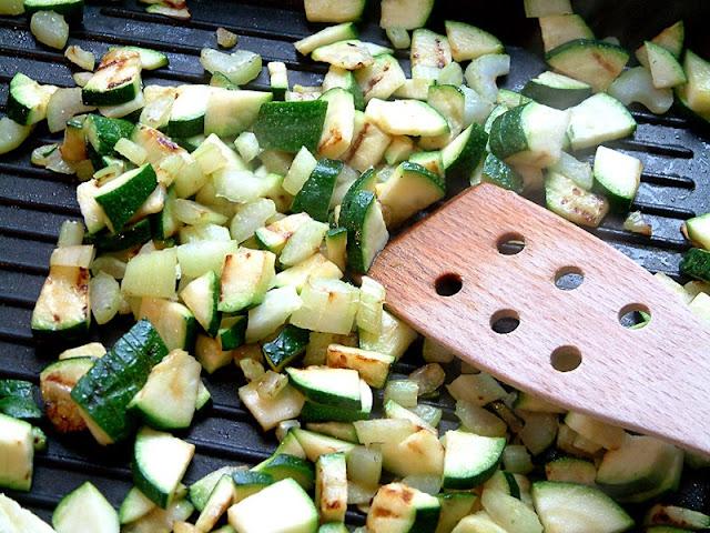 Przepisy FIT : Soczysty grillowany kurczak podany na zielonej sałatce