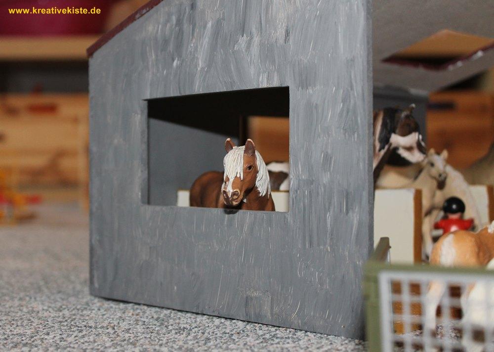 kreative kiste holz pferdestall f r schleich tiere und. Black Bedroom Furniture Sets. Home Design Ideas