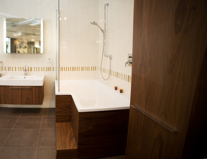 Duravit Seadream Corner Bath + Shower Screen, Vero Washbasin + Fogo  title=