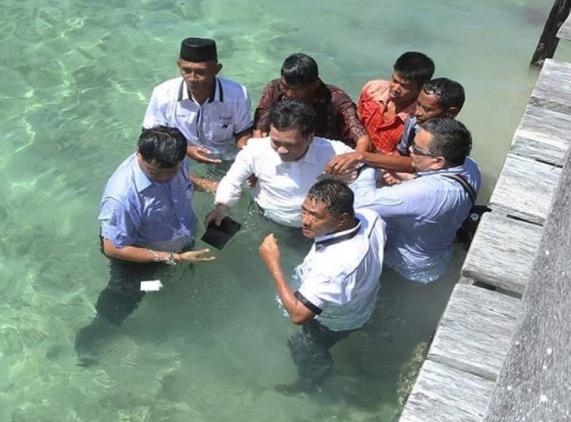 Detik Cemas Shafie Apdal terjatuh ke dalam laut
