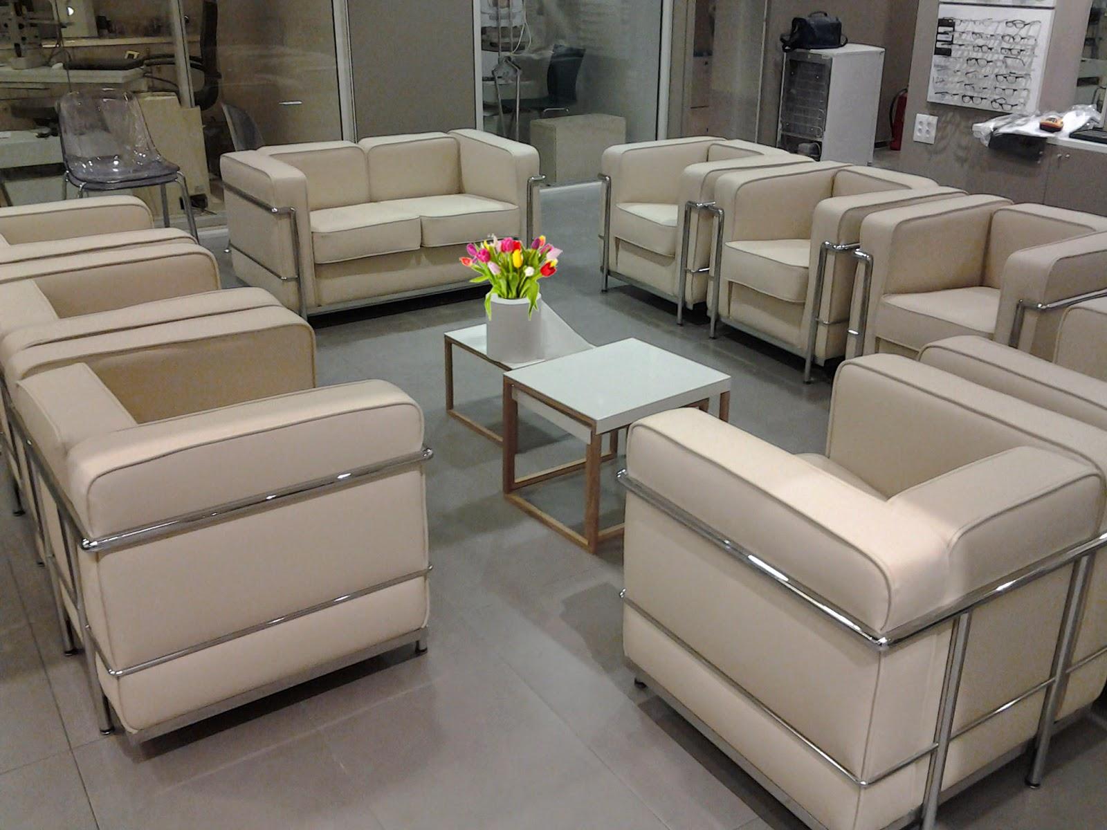 Tap zame muebles ilustres lc2 de le corbusier for Le corbusier muebles