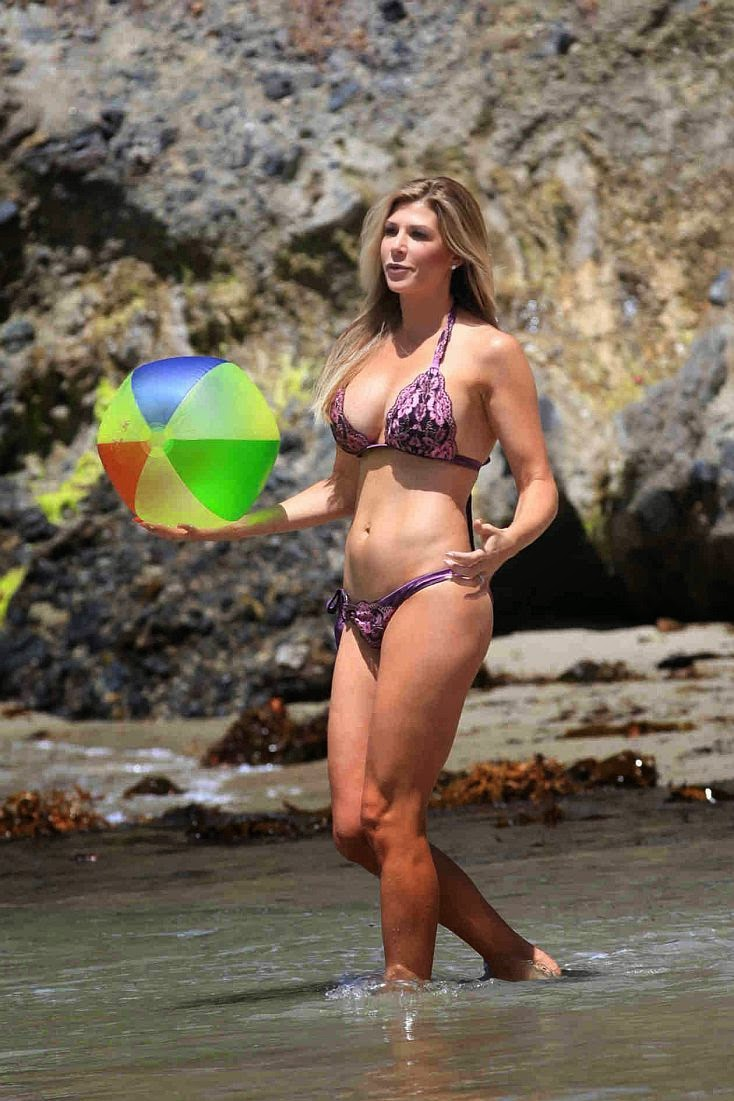 The blonde beauty looked happy and relaxed as she spent a fun filled day by herself on Tuesday, May 20, 2014 at the beach in Laguna, California.