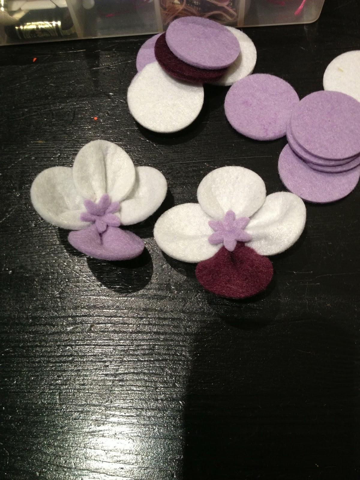 Le impronte di minush orchidea in feltro realizzabile in qualsiasi colore e abbinamento - Come curare un orchidea in casa ...