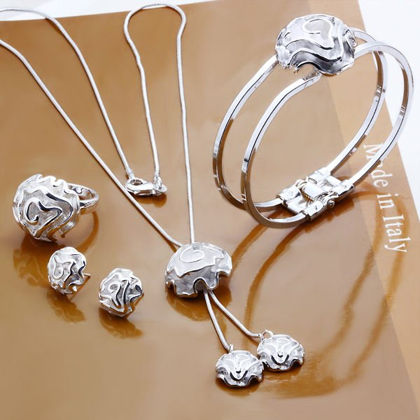 New trends in jewellery latest trends fashion trends for Latest fashion jewelry trends 2012