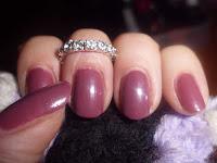 manicura rosa fuerte
