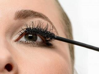 Tips Menggunakan Maskara Agar Bulu Mata Lentik Sempurna