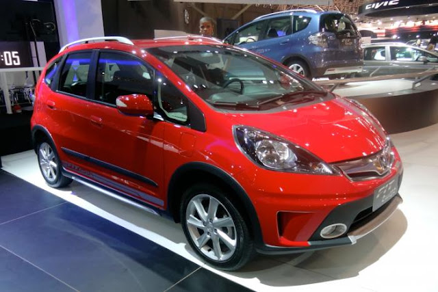 2012 Sao Paulo motor show : Honda Fit Twist - Honda has revealed the rugged-looking Fit Twist crossover, built for the Brazilian market A rugged version of the Honda Jazz