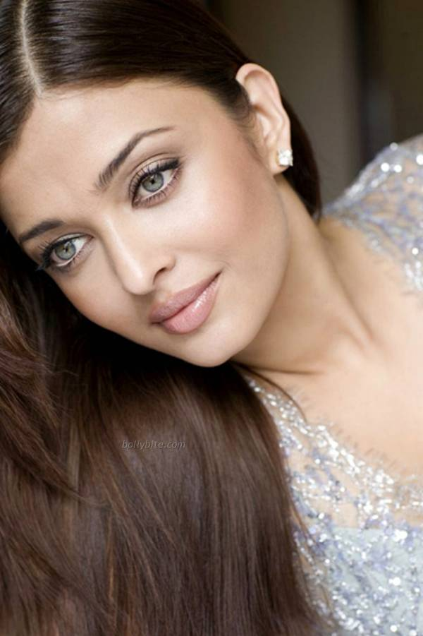 Aishwarya Rai  Stunning Hot  New York City Photoshoot  cleavage