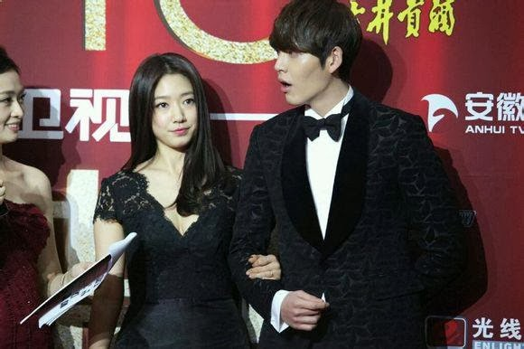 Buat yang berbadan kurus (walaupun hamil) bisa contek gayanya Shin Hye
