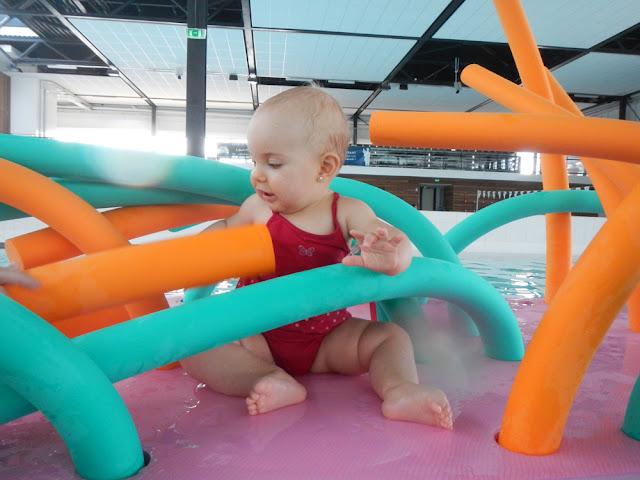bebe essaye de se retourner Vous rêvez de vous amuser avec votre bout'd'chou   il commence à se retourner et même à s'asseoir  et s'essaye même à gazouiller.
