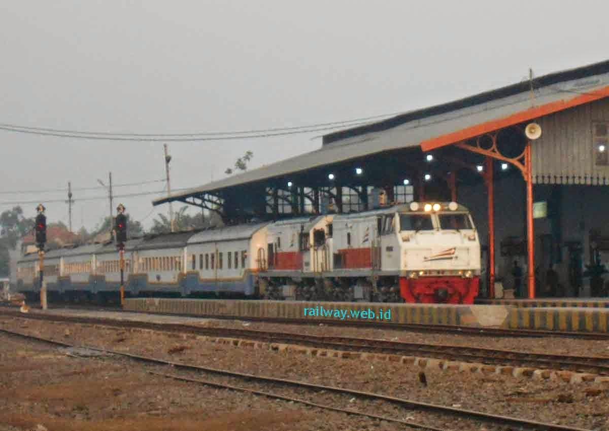 Harga Tiket Kereta Api Senja Utama Solo Januari