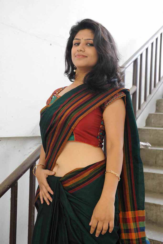Dressing Below Navel Saree: supriya hot navel
