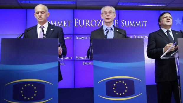 Dirigentes europeus acordam plano de resgate à Grécia de 158 mil milhões de euros