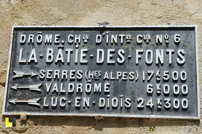 la plaque signalétique de la mairie de la bâtie des fonts photo pascal blachier