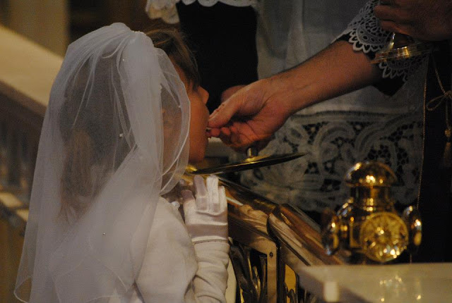 http://1.bp.blogspot.com/-qu_i4zDhtf4/UXSE13WbgGI/AAAAAAAACRo/mQbbmYhd1iw/s640/Ani+receives+Holy+Communion.jpg