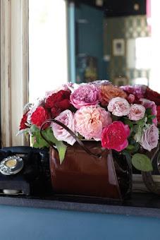 Blommor i lilla handväskan