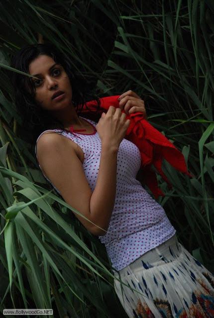 Maayai+Heroine+Sanam+Stills+(2)