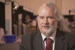 Ilmuwan Ini Tidak Potong Rambut Satu Dekade
