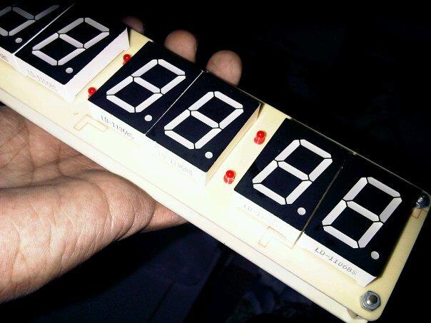 anda yang ingin membuat sebuah jam digital canggih lengkap dengan jam ...