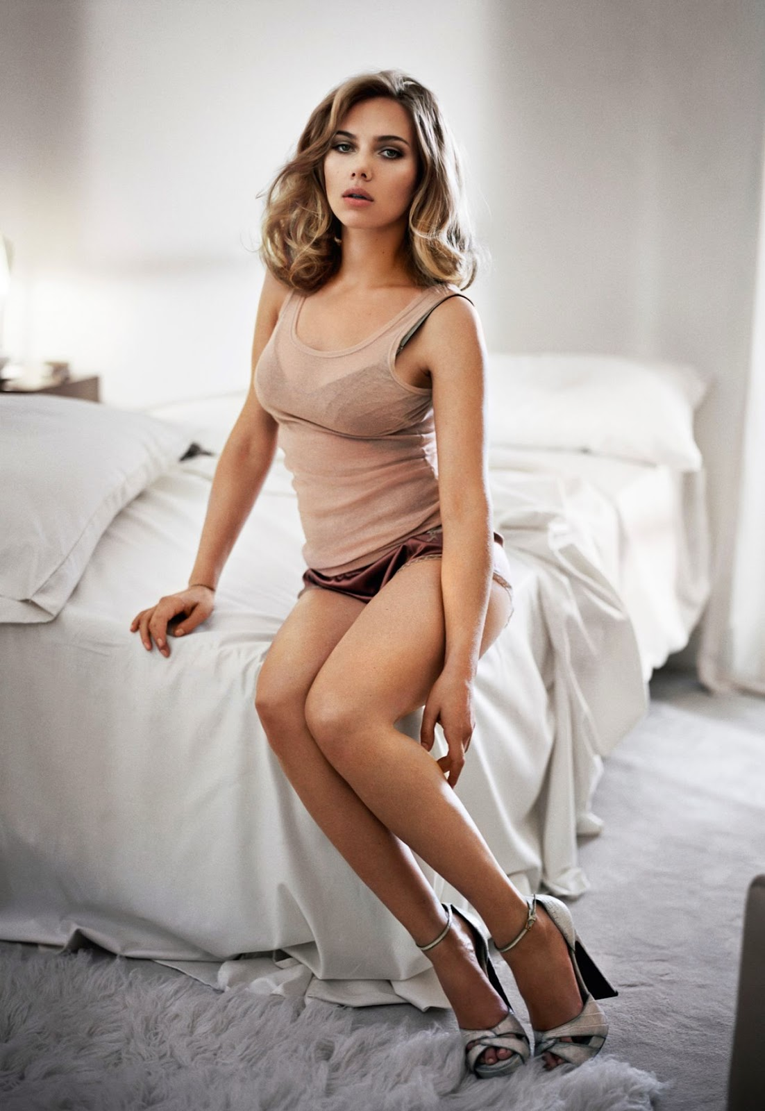 Scarlett johansson hacked cellphone naked selfies daily photo likes