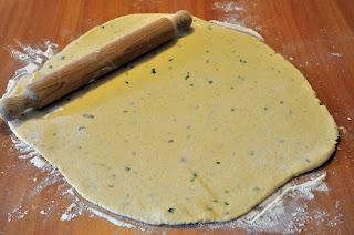 gnocchi ripieni ai formaggi su letto di crema al tartufo