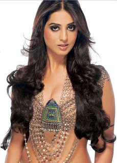 Mahie Gill Hot Scene in Zanjeer Movie, Mahie Gill Hot kissing Scene in Zanjeer Movie,