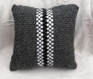 Poduszka z obręczy Dziergaj i Tkaj