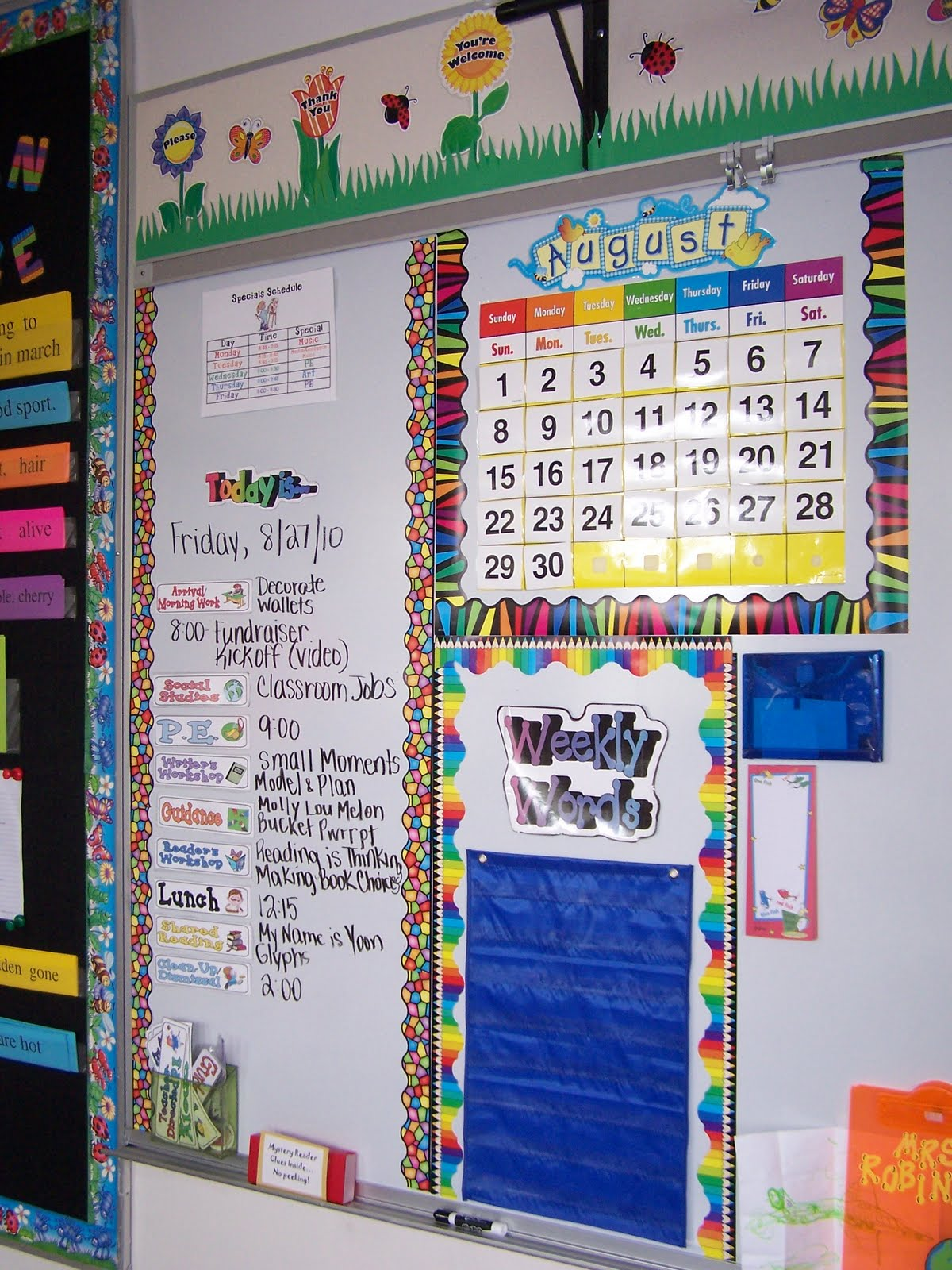 Mrs robinson 39 s classroom blog classroom photos for Bulletin board organization