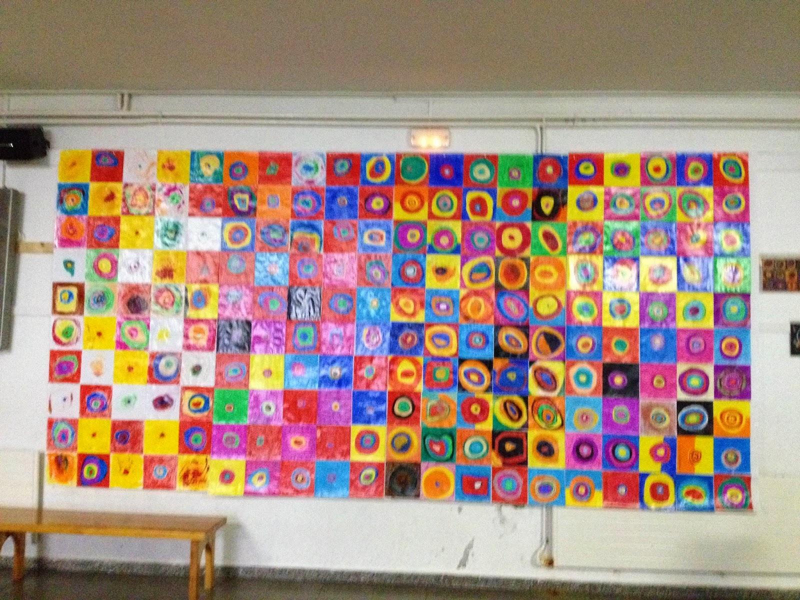 """Interpretació de l'obra """"Cercles concèntrics"""" de Kandinsky per tota l'escola!"""